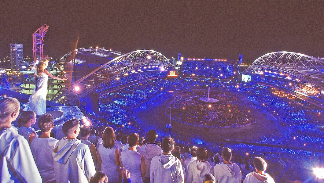 Sydney Olympics closing ceremony showing Nicki Webster and singers in white
